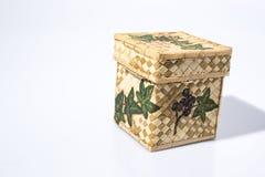 Mano de mimbre del envase adornada con técnica del decoupage fotografía de archivo