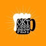 Mano de Oktoberfest escrita poniendo letras al fondo Fotografía de archivo libre de regalías