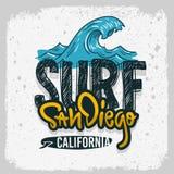 Mano de San Diego California Surfing Surf Design dibujada poniendo letras al tipo Logo Sign Label para la camiseta de los anuncio ilustración del vector