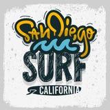 Mano de San Diego California Surfing Surf Design dibujada poniendo letras al tipo Logo Sign Label para los anuncios camiseta o pa ilustración del vector