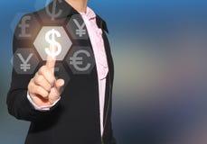 Mano de un finger del uso de la empresaria para tocar el icono de $ de la moneda en b Fotografía de archivo libre de regalías