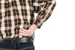 mano de un hombre mayor con dolor de espalda, aislada en blanco imagen de archivo