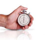 Mano degli uomini con il cronometro sulla superficie Immagine Stock Libera da Diritti
