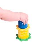 Mano del bambino che gioca con un giocattolo immagini stock libere da diritti