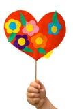 Mano del bambino con un cuore di carta Immagini Stock