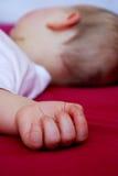Mano del bebé durmiente Fotos de archivo libres de regalías