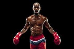 Mano del boxeador sobre fondo negro Concepto de la fuerza, del ataque y del movimiento imágenes de archivo libres de regalías