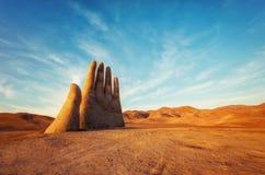 Mano del Desierto, main de désert, Chili, à côté de voie publique photos stock
