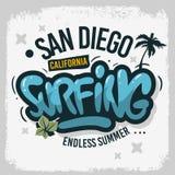 Mano del diseño de la resaca de San que practica surf Diego California United States Usa dibujada poniendo letras al tipo Logo Si libre illustration
