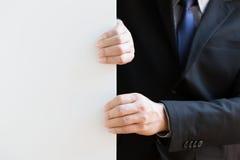 Mano del fondo di bianco di tirata dell'uomo d'affari Immagini Stock