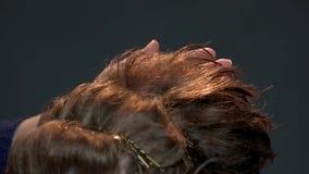 Mano del funcionamiento del peluquero almacen de video