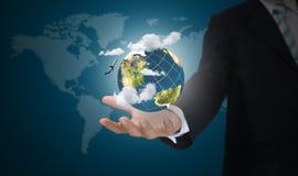 Mano del globo della terra della holding dell'uomo di affari Fotografia Stock
