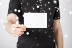 Mano del hombre con el papel en blanco Imagen de archivo