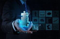 Mano del hombre de negocios que muestra la muestra de la sociedad Imagen de archivo