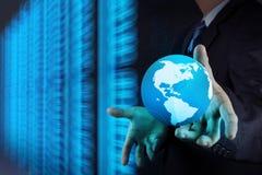 Mano del hombre de negocios que trabaja con el globo 3d Imagen de archivo libre de regalías
