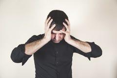 Mano del hombre en cabeza foto de archivo libre de regalías