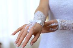 Mano del prometido en un guante Fotografía de archivo libre de regalías