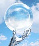 Mano del robot con il globo Fotografia Stock
