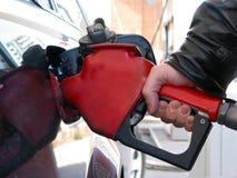 Mano del surtidor de gasolina Fotografía de archivo