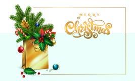 Mano del vector del oro dibujada poniendo letras a Feliz Navidad del texto bolso de compras 3d, picea del ramo, ramas del abeto,  fotografía de archivo libre de regalías