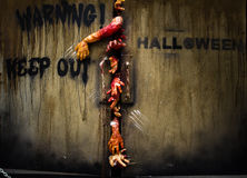 Mano del zombi a través de la puerta Imagen de archivo libre de regalías