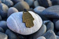 mano dell'amuleto di fortuna Fotografie Stock