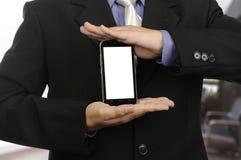 Mano dell'uomo d'affari che presenta uno smartphone moderno Fotografia Stock