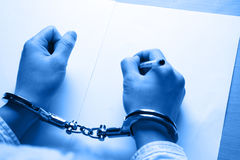 Mano dell'uomo d'affari in manette Fotografia Stock Libera da Diritti