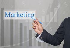 Mano dell'uomo d'affari Write un testo dell'introduzione sul mercato Immagini Stock