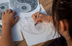 Mano dell'yin yang del disegno della donna per l'anti libro da colorare di sforzo Immagine Stock Libera da Diritti
