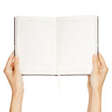 Mano della donna che trasporta un libro vuoto isolato fotografia stock libera da diritti