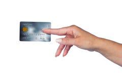 Mano della donna con la carta di credito Immagini Stock