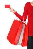 Mano della donna con molti sacchetti della spesa e la carta di credito Immagine Stock Libera da Diritti