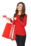 Mano della donna con molti sacchetti della spesa e la carta di credito Fotografie Stock