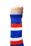 Mano della donna nel bracciale della Tailandia che fa segno Immagine Stock Libera da Diritti