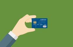 Mano della gente che tiene una carta di credito Fotografie Stock Libere da Diritti