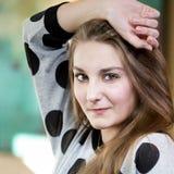 Mano della giovane donna sopraelevata Fotografie Stock Libere da Diritti