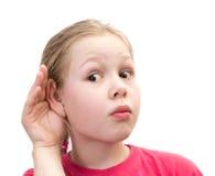 Mano della holding della bambina sull'orecchio Immagini Stock Libere da Diritti