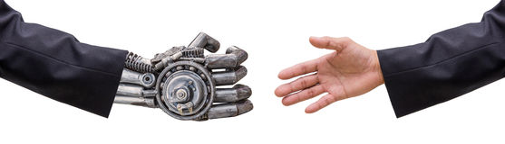 mano della mano del robot dei CY-ber e dell'uomo in vestito con il isolat della stretta di mano Immagini Stock Libere da Diritti