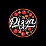 Mano della pizza scritta segnando logo con lettere, etichetta, distintivo Fotografie Stock Libere da Diritti