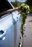 Mano della sposa con il mazzo Fotografie Stock