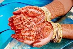 Mano della sposa indiana del sud Immagine Stock
