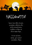 Mano dello zombie e fondo di Halloween del cimitero Fotografie Stock