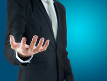 Mano derecha de la demostración de la postura del hombre de negocios aislada Fotos de archivo