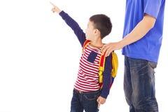 Mano di aumento del ragazzino a punto con il padre Fotografia Stock Libera da Diritti