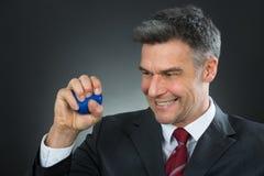 Mano di Pressing Stressball In dell'uomo d'affari fotografia stock
