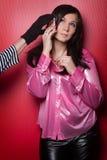 Mano di un ladro che ruba il telefono ad una donna Immagini Stock