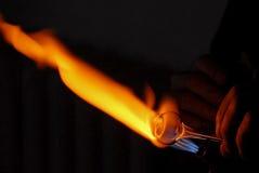 Mano di un ventilatore di vetro che riscalda a Fotografia Stock Libera da Diritti