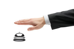 Mano di una persona di affari che usando un segnalatore acustico dell'hotel fotografia stock