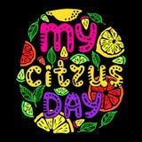 Mano dibujada poniendo letras a cita mi día de la fruta cítrica libre illustration